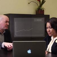 d'Vinci strategist meets with client around a laptop